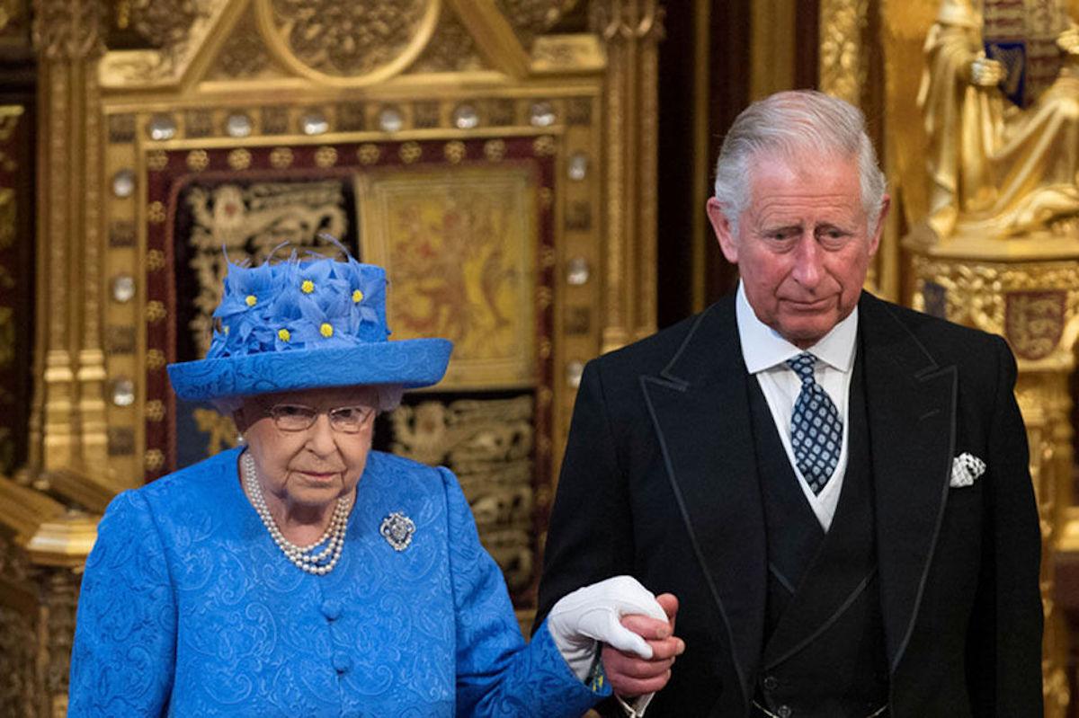Elizabeth II, sénile compte abdiquer